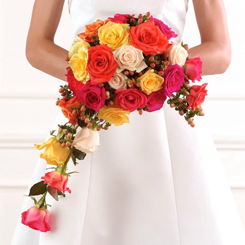 букет невесты в форме полумесяца