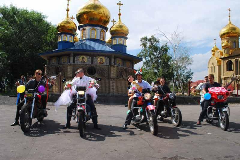 свадебный кортеж на мотоциклах